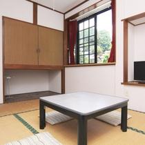 210号室 和室6畳のお部屋の様子