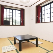 201号室 和室6畳のお部屋の様子