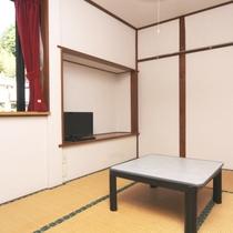 206号室 和室8畳のお部屋の様子