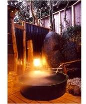 幻想的な空間の貸切露天風呂