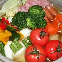 *お夕食一例(たっぷり春野菜鍋)/群馬が誇る糖度の高いブルックストマトが主役のお鍋。