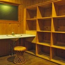 *大浴場(脱衣処)/清潔を心掛けた脱衣スペース。