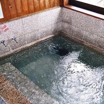 *大浴場/ゆず湯、りんご湯、和漢浴、などが日替わりで愉しめる湯船。
