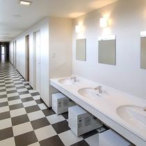 *[館内]客室へ続く廊下には共同洗面台がございます。