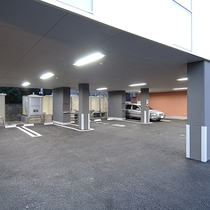 *[駐車場]当館1階の屋根付駐車場