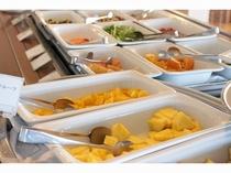朝食バイキング_サラダ・フルーツコーナーイメージ