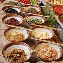 和食中心の朝食バイキング