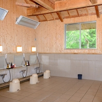 *【洗い場】全部で10箇所のカランがあるので、混んで洗えない心配はほとんどございません