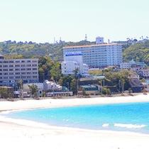 白良浜からホテル花てまりを撮影