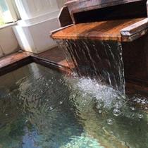 白馬かたくり温泉は単純温泉(弱アルカリ性低帳性温泉)で、重曹泉系の「美人の湯」として評判です