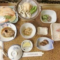 *【食事例】利尻の海の幸中心にご用意しております。