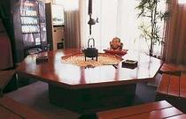 ロビー・八角テーブル