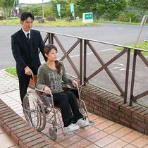 *玄関/バリアフリー仕様で車椅子での移動もしやすいよう工夫しております。