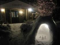 雪夜のスクーナー玄関