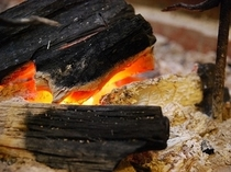 地元産の樫炭