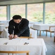 【山景を眺めるメインレストラン】心を込めてお客様をおもてなしいたします