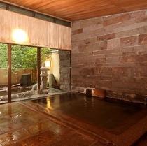すぐ横に石造りの露天風呂が併設された館内大浴場【椿の湯】(男女時間交代制)