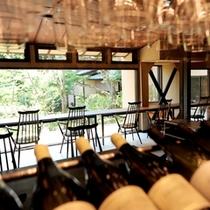 """食事処""""乃庭""""。懐石料理を引き立てるワインを外部専門家の意見もうかがいながらセレクトしております。"""