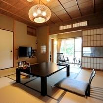 """露天風呂付客室""""京""""。純数寄屋の設え、和の伝統美に身をゆだねる・・・。"""