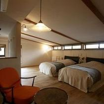 【客室E2タイプ「都」】 名月荘の客室で唯一ロフトのあるお部屋です。