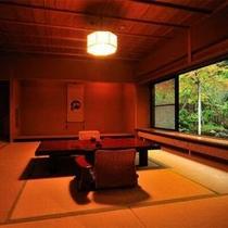 【客室Cタイプ一例「虹」】 他の部屋のリビングとは趣の異なる和洋折衷とも思えるリビングが特徴のお部屋