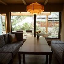 """【客室E3タイプ「鴇」】""""和""""の粋なしつらえと""""洋""""の快適さが織りなす魅力あふれる空間。"""