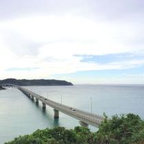 *橋と美しい海の景色が人気の角島