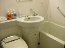 清潔でコンパクトなバスルームです