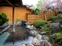庭園露天風呂・春