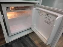 冷蔵庫 中は空ですのでお持込みのお飲み物などご自由にお入れください。