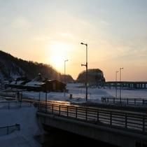 ホテル前からの冬の夕景