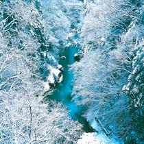 山中温泉観光名所【鶴仙渓】・冬景色 露天風呂からの眺望