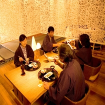 【ステイダイニング】            造形和紙で造られた空間で家族だんらん
