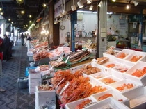 新鮮な海産物がそろう二条市場!当ホテルより徒歩5分です♪
