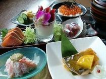「磯金」夕食プラン!ミニイクラ丼やズワイのむき身にカニ味噌のせなど8品です!