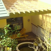 *雨の日でも!露天風呂に屋根を設置しました♪