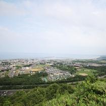*【周辺】三笠山展望閣からは、雄大なオホーツク海を一望することができます。