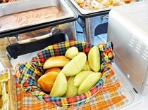【朝食バイキング一例】パン