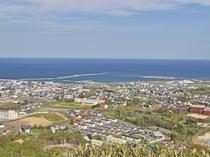 【周辺情報】三笠山展望閣からの景色。枝幸町内を一望できます。