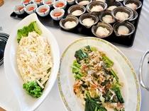 【朝食バイキング一例】サラダ・おひたし