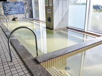 【大浴場】お湯は、湯冷めしにくく、神経痛・筋肉痛・慢性皮膚病などに効能があります。