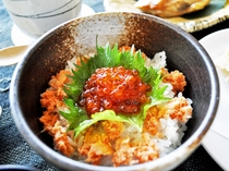 【(魚介御膳)夕食一例】いくら・鮭丼