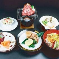 *【夕食一例/おもてなし膳】お造りや焼き物など旬の味覚を中心に、1品1品、丁寧に仕上げました。