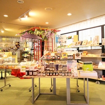 *【館内/お土産売り場】ハスカップジャムなど枝幸、歌登の名産品が揃います。