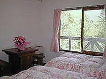 山の眺めがすばらしいベッドルーム
