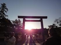 内宮宇治橋からの日の出(冬至)