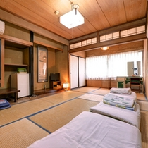 *和室10畳(客室一例)/グループやファミリーでのご宿泊にお勧め!お布団はセルフサービスです!