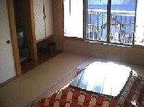 テレビとエアコンは全室完備です