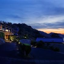 【客室共通】 日本海に面した高台の当館。全室からオーシャンビューの景色をお楽しみ頂けます