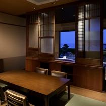【特別室 奏水(かなみ)の間 水ノ綾】ベッドルームからは、日本海を一望頂けます